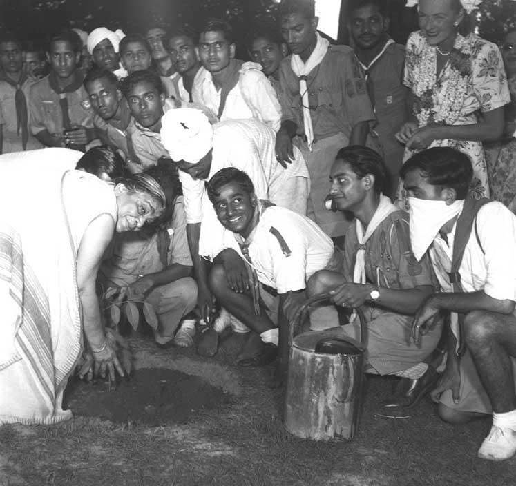 Sarojini Naidu plants a tree in Mehrauli, Delhi on July 23, 1947, during the Plantation Week
