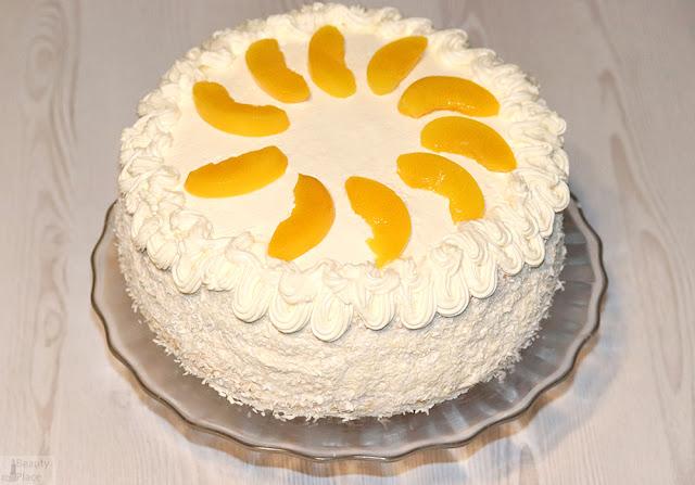 tort z wiorkami kokosowymi brzoskwiniami masa krowkowa