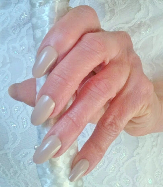 nude pearl bride nails