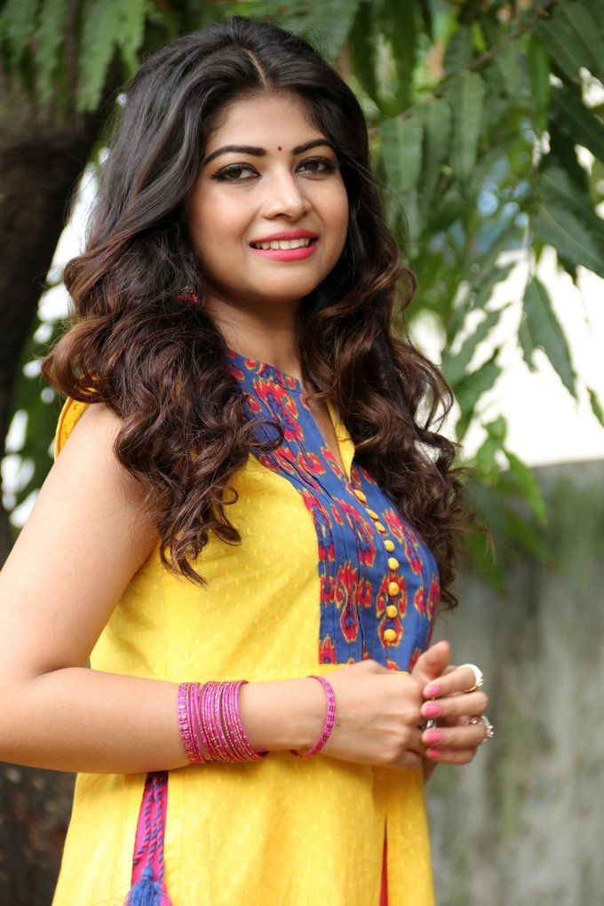 Srijitaa Ghosh Stills In Yellow Dress At Koothan Tamil Movie Shooting Spot