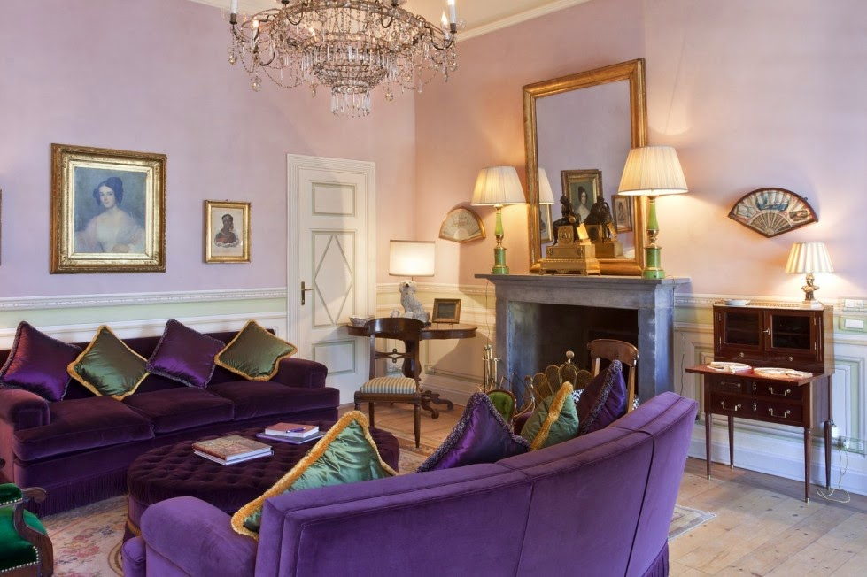 Fotos salas con estilo for Paredes moradas decoradas