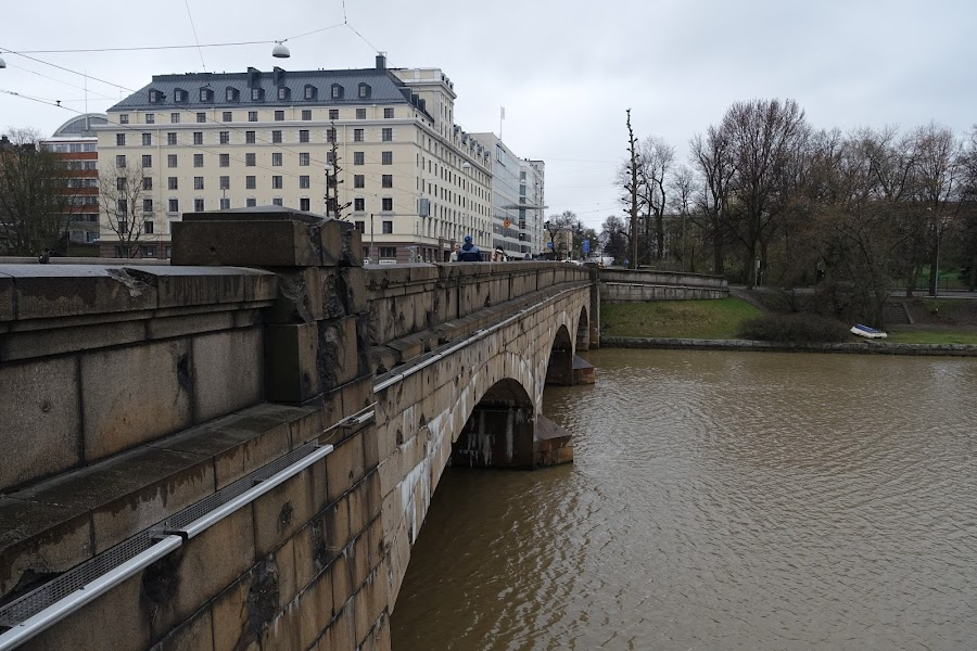 ピトゥカシルタ橋(Pitkäsilta)