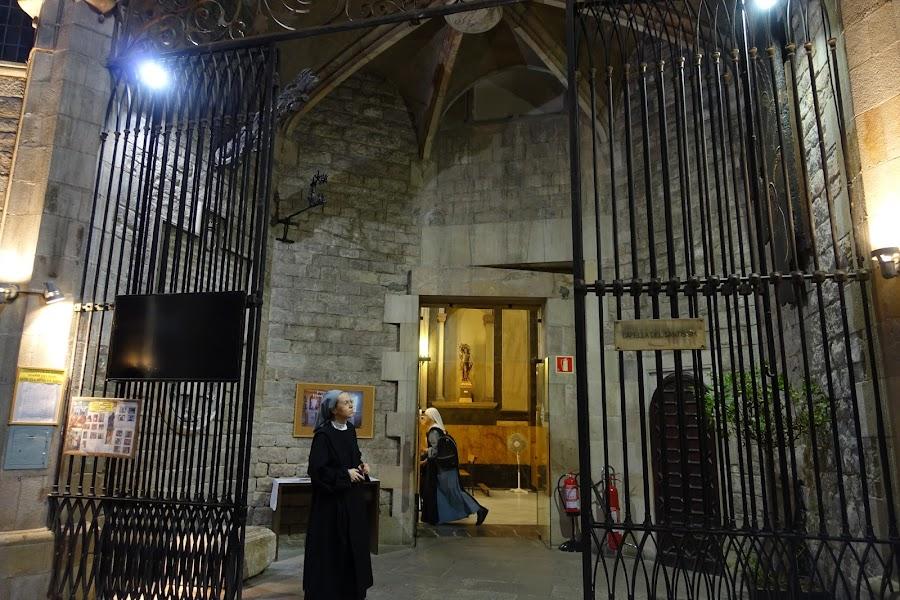 サンタ・マリア・ダル・マル教会(La església de Santa Maria del Mar)の内部