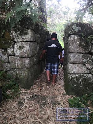 pintu masuk ke istana raja pulau pardopur atau pulau sibandang