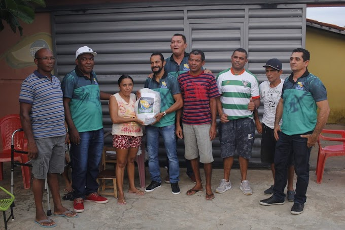 Clube dos Veteranos  de Elesbão faz entregas de cestas básicas e placa de homenagem ao empresário Antonio Sorriso