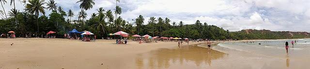 Uma panorâmica da Praia do Coqueirinho, em Conde, Paraíba.