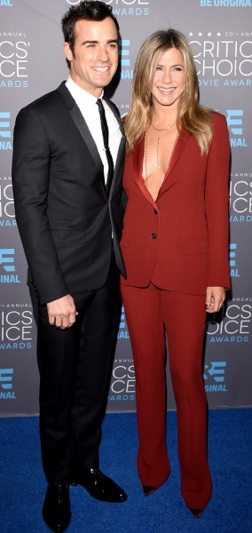 Foto de Justin Theroux y Jennifer Aniston sonriendo para la cámara