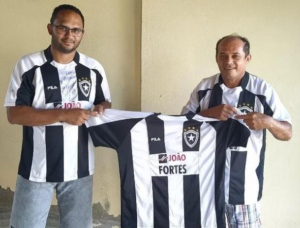 Ex-prefeito Ademar Ferreira doa terno ao Botafogo do BLB de Caraúbas