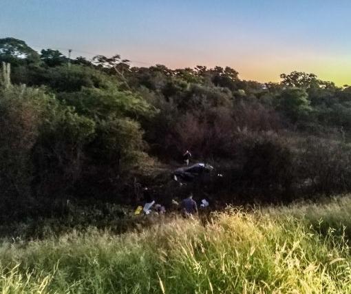 Oeste: Carro capota com 04 pessoas da mesma família, veja mais informações