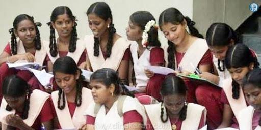பிளஸ் 1, ஒன்பதாம் வகுப்புக்கு பள்ளிகள் திறப்பு 90 சதவீத மாணவா்கள் வருகை