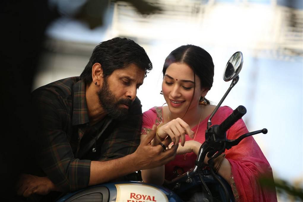 Tamannaah Bhatia and Vikram Sketch Tamil Movie Stills