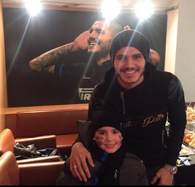Mauro Icardi con il suo piccolo fan