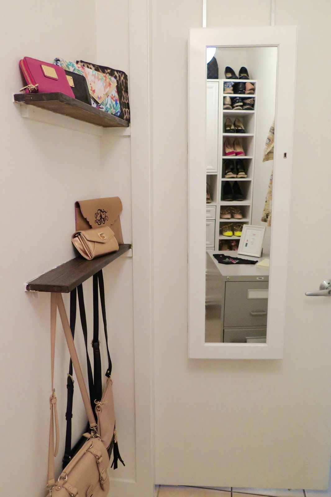 mirror-and-jewelry-storage