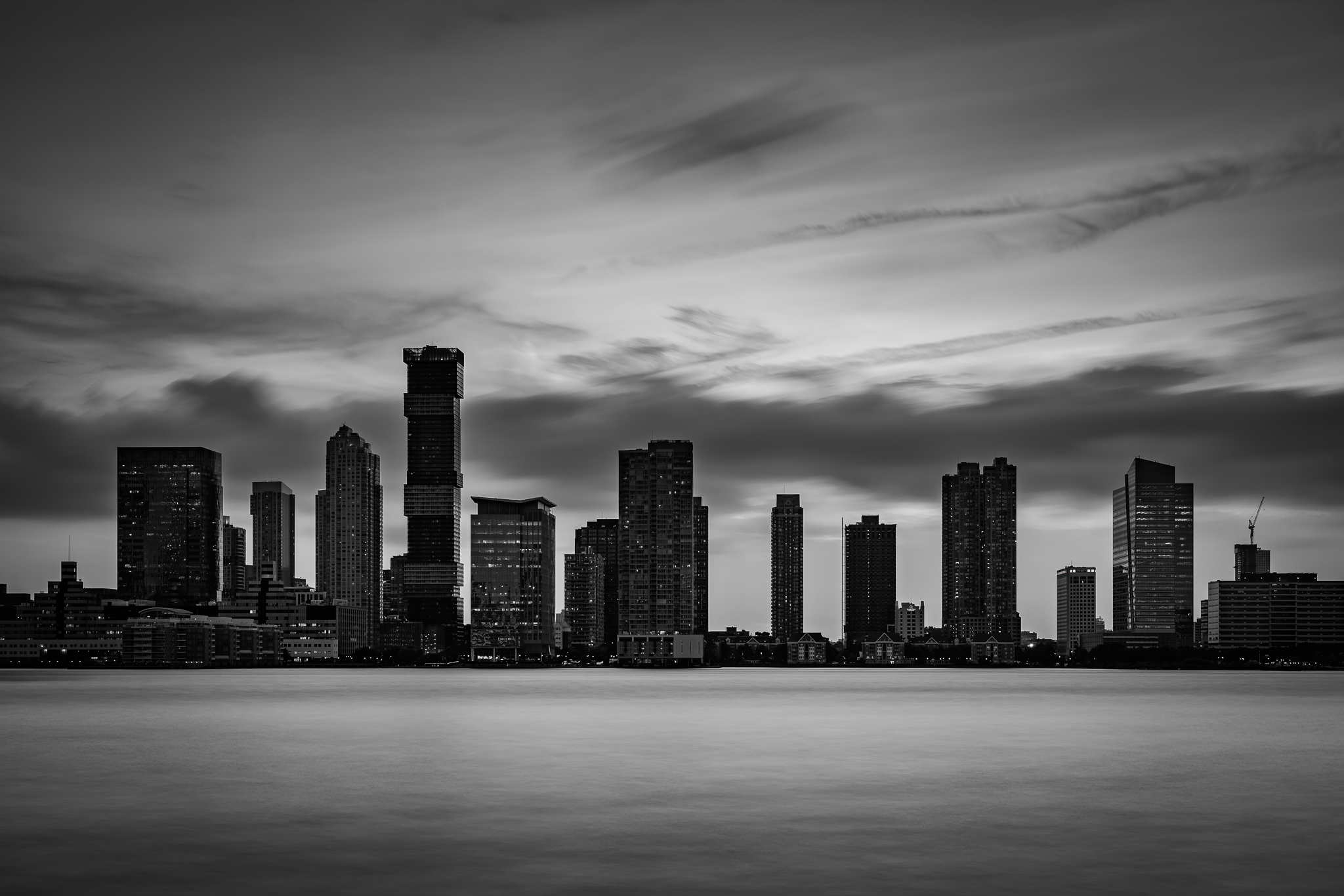 a photo of the jersey city skyline in black and white