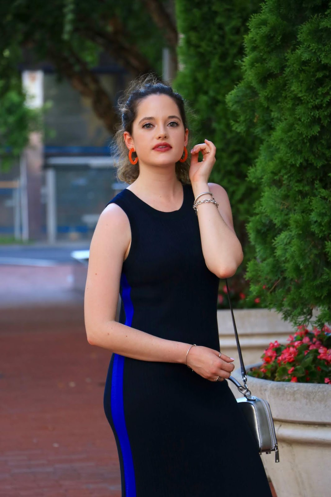 Nyc fashion blogger Kathleen Harper wearing a tight dress from Banana Republic.