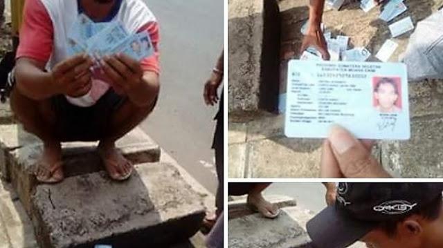 HEBOH! Warga Temukan E-KTP Tercecer di Jalan Jatuh Dari Mobil, Warga: Jumlahnya Sampai Jutaan
