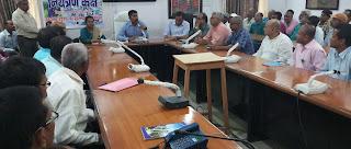 madhubani-dm-meeting-with-school-owner