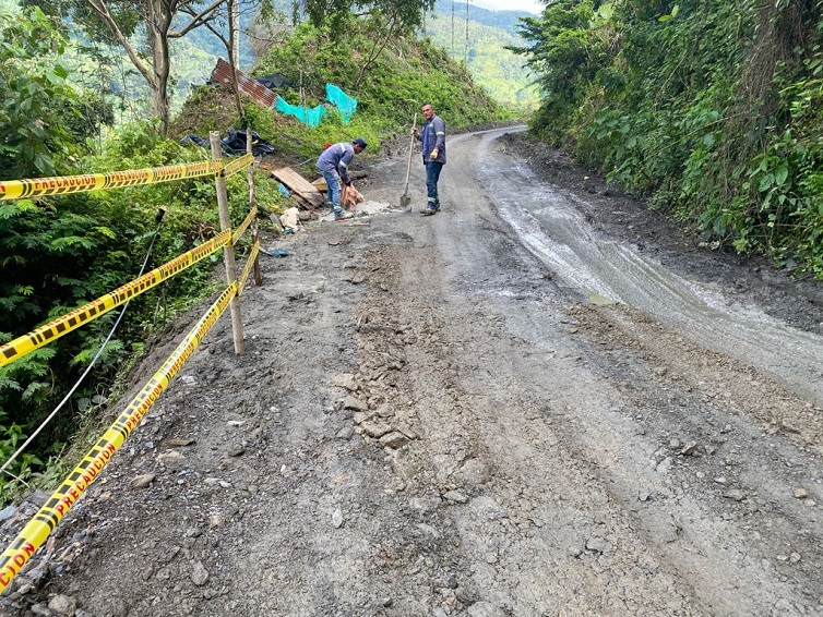 En trabajo conjunto Gobernación y Alcaldía recuperan la Vía Mistrató - Jeguadas