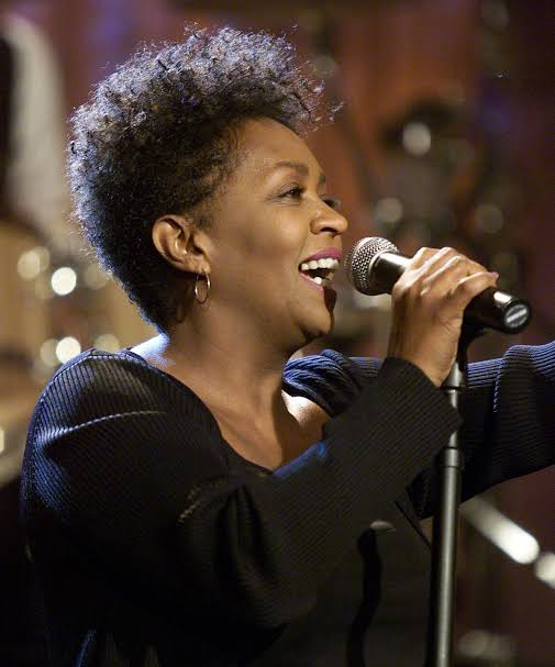 Anita Baker Hairstyles: Beautiful Haircuts For Black African Women (Pictures & Video)