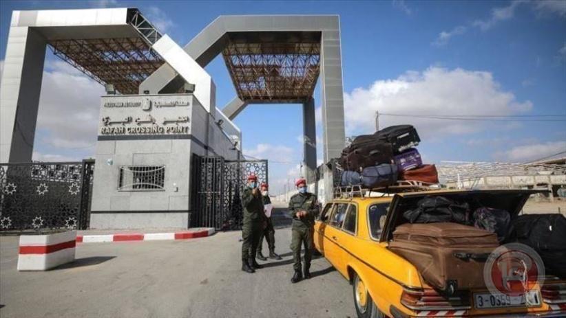 مصر تستقبل أول حافلة تقل 95 راكبا فلسطينيا إلى معبر رفح البري