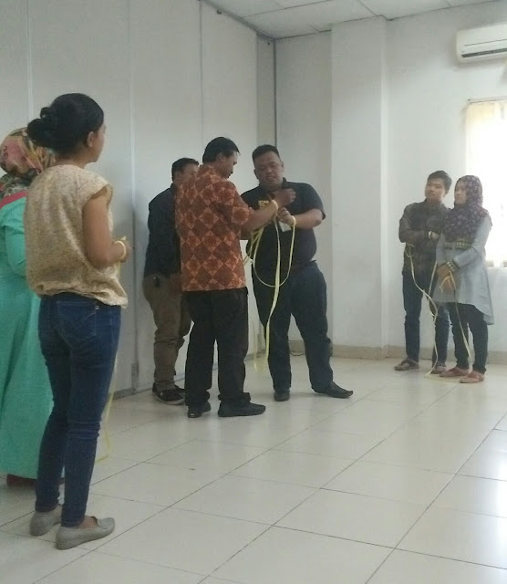 http://www.catatan-efi.com/2017/11/manajemen-ritel-agar-warung-laris.html
