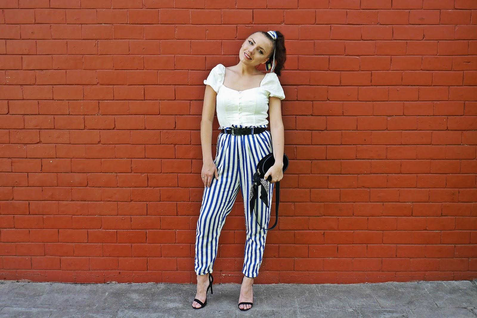 spodnie z wysokim stanem w pasy bershka top z bufkami czarna nerka karyn blog modowy blogerka modowa renee