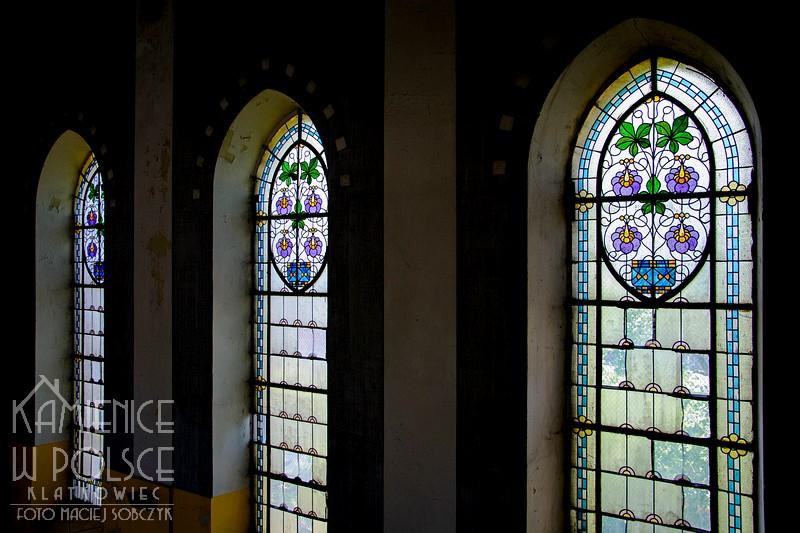 Pabianice: secesyjne witraże w kaplicy cmentarnej