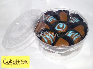 Cokelat Praline dalam Toples Rp. 45.000 (250 gr) Rp. 80.000 (500 gr)