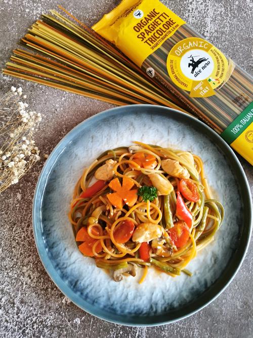 Ayam Masak Masam Manis bersama Spageti Tricolore