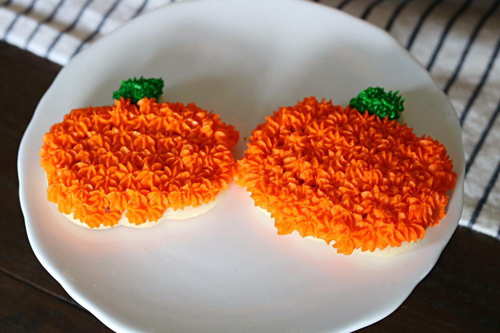 decorating-cookies-sugar-pumpkin-recipe-bake