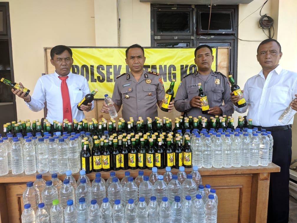 Polisi Sita Ratusan Botol Miras Di Batang