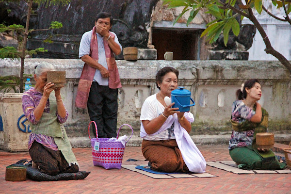Alms giving ceremony - Luang Prabang