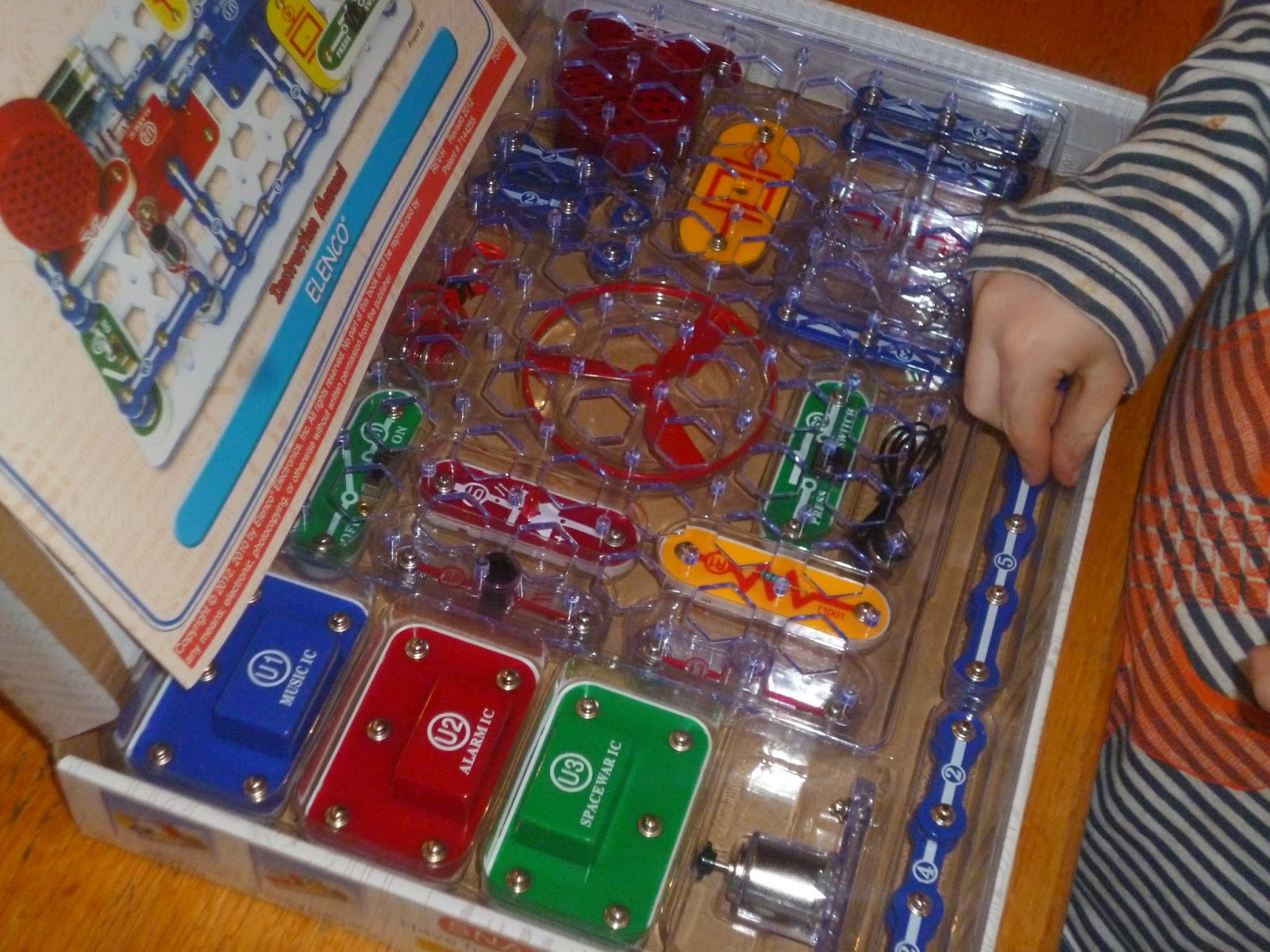 On The Stripey Couch A Saturday Morning Snap Circuits Jr Simple Electronic Circuit For Kids Practical Introduction To Basic It Is Actually Pretty Cool Robust Easy Use Separate Pieces All Click Onto Board And If