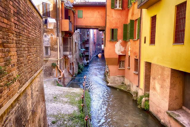 Bologna-canali-architettura-centro storico