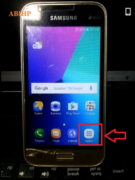 Silahkan pilih Menu pada Samsung j106b untuk melakukan reset.