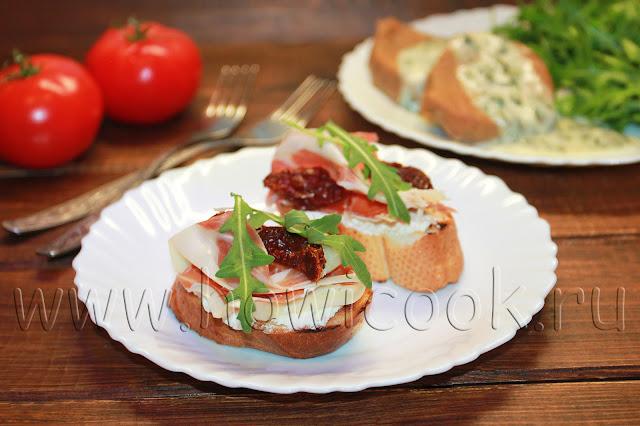 рецепт брускетты с прошутто и вялеными помидорами