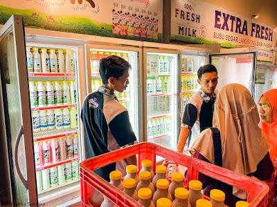 Belanja susu di Cimory On The Valley Semarang