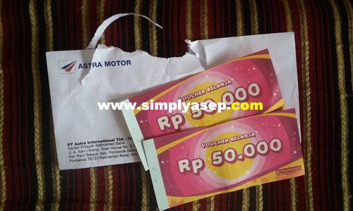 VOUCHER BELANJA : Inilah dua buah Voucher Belanja Hypermart sebanyak 2 lembar @50K itu. Foto Asep Haryono