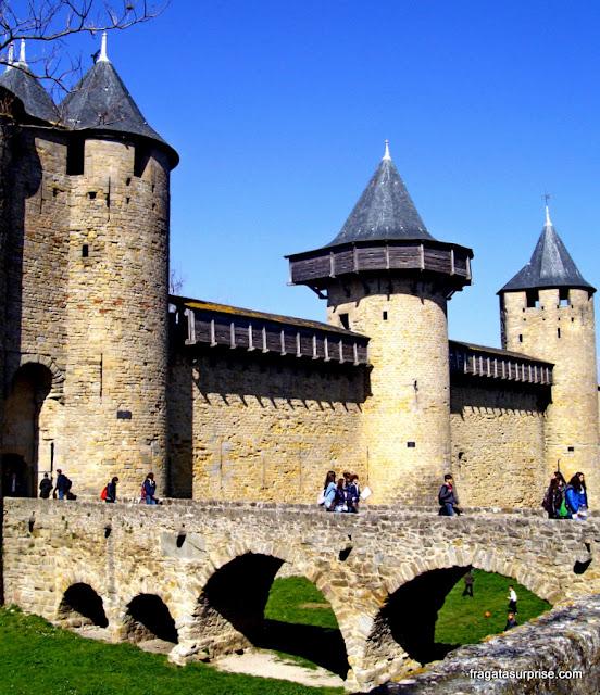 Acesso à cidade medieval de Carcassonne, França