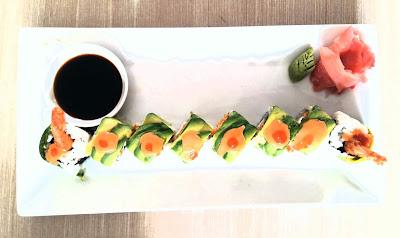menu sushi yang diberi nama Dragon Roll