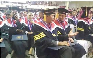Wali Kota Pekanbaru Dr Firdaus ST MT mengikuti wisuda doktor IPDN Jatinangor  Read more: http://riaupos.co/123870-berita-wako-diwisuda-doktor-dengan-summa-cum-laude.html#ixzz4Ghn8FdgB