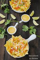 Nachos con salsa cheddar y pico gallo