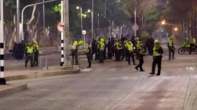 Enfrentamientos a las afueras del Romelio Martínez en Barranquilla deja cinco heridos