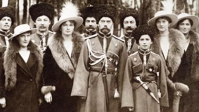 Tsar Nicholas II dan keluarganya (Wikipedia)