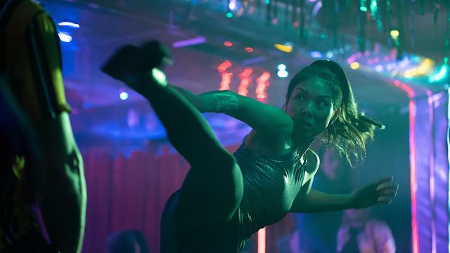 masumi kicking in a night club