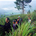 Sambil Mendaki Pusuk Buhit, Sihar Ajak Warga Sumut Lestarikan GKT