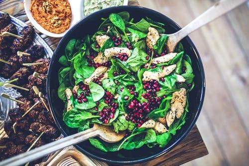How to make arugula salad with pomegranate