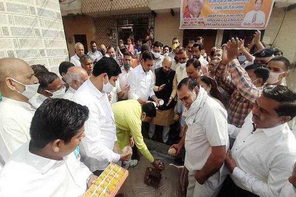ward-37-parshad-deepak-chaudhary-moolchand-sharma-started-development