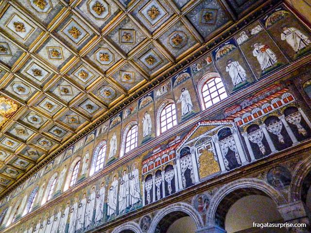 O palácio do Imperador Teodorico representado nos mosaicos da Basílica de Sant'Apollinare Nuovo, em Ravena, Itália