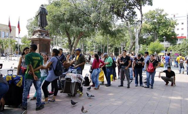 La odisea de los venezolanos que esperan en Cúcuta dinero del exterior